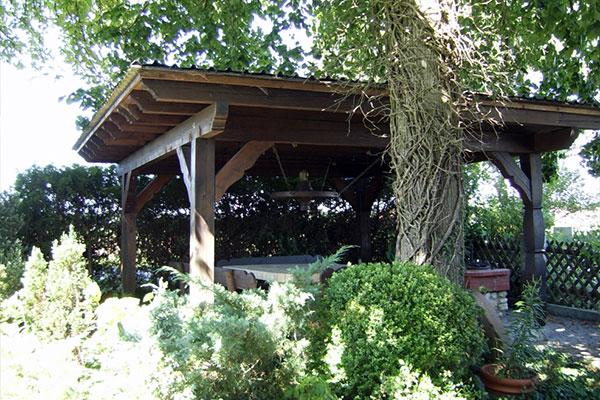 Die idyllische Grillstelle im Garten